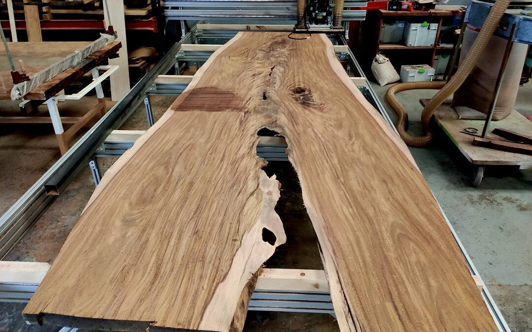 Creando una mesa SIKU: cómo elaboramos nuestros tableros de madera natural